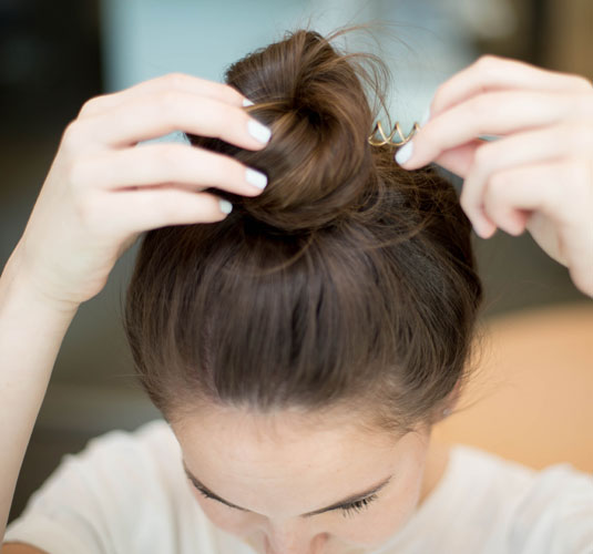 24 Hacks to Make Your Hair Incredibly Easy - Style Vanity 8ec0254e75c