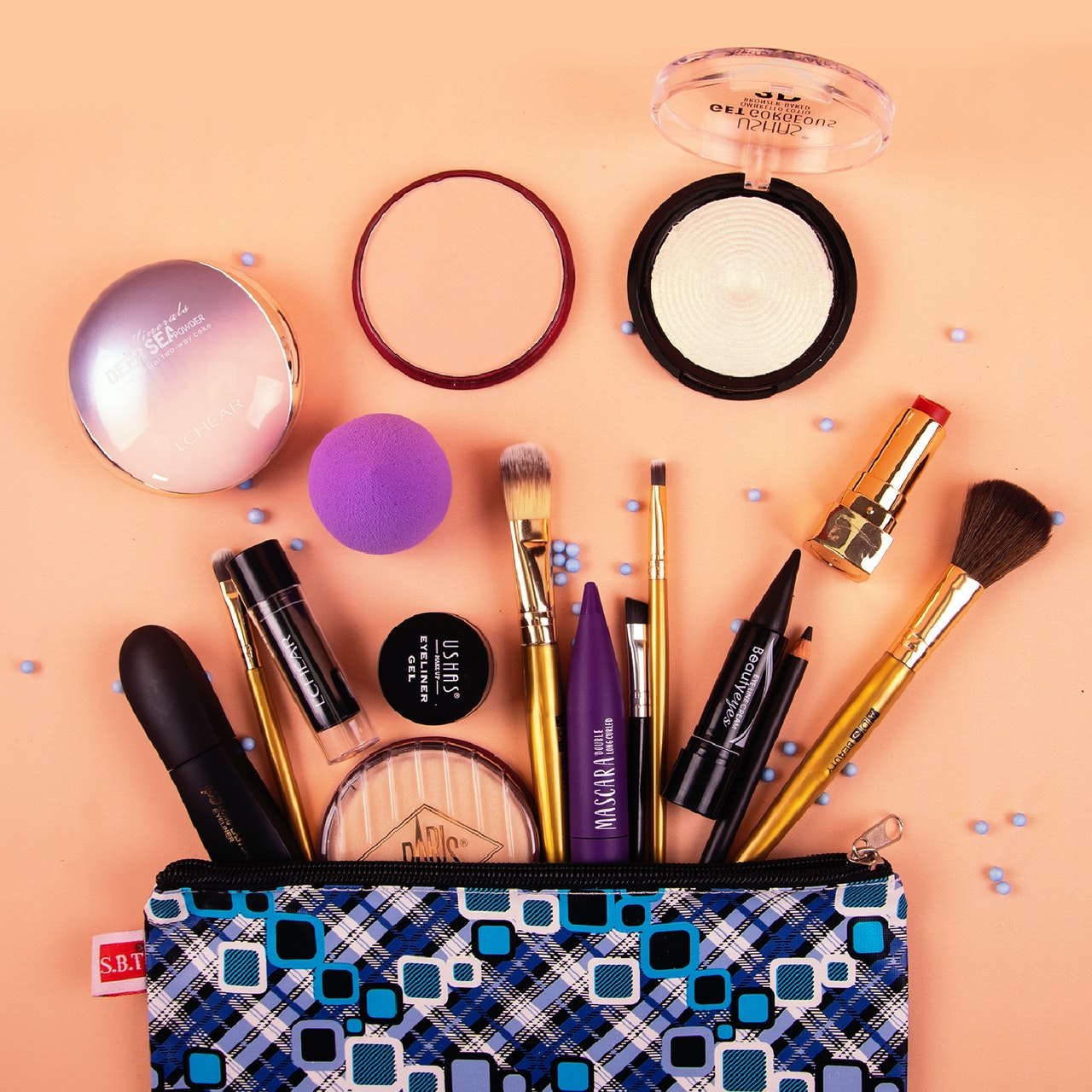 Cosmetics Photographer– How To Find The Right One